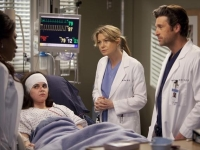 greys anatomy 8x20 derek meredith promo 14 Greys Anatomy 8.19/8.20 Support System/ The girl with no name