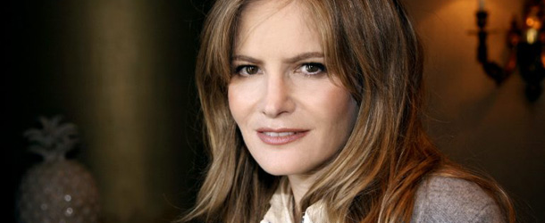 Revenge: Jennifer Jason Leigh sar la madre di Emily aka Amanda
