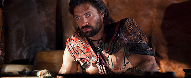 Spartacus: War of the Damned, Manu Bennett parla di Crisso e ricorda Andy Whtifield