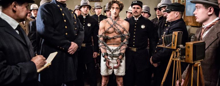 Adrien Brody parla delle difficoltà incontrate nell'interpretare Houdini nella miniserie di History Channel
