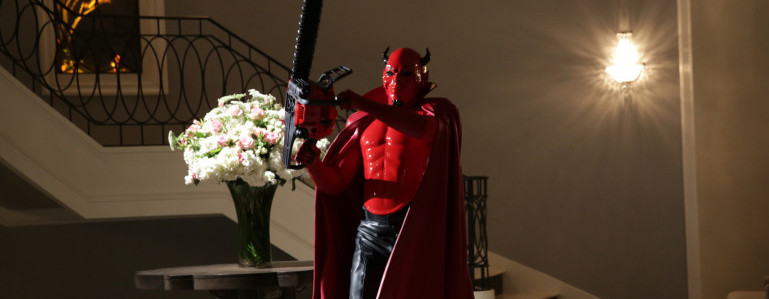 """SCREAM QUEENS: The Red Devil in the """"Chainsaw"""" episode of SCREAM QUEENS airing Tuesday, Sept. 29 (9:00-10:00 PM ET/PT) on FOX. ©2015 Fox Broadcasting Co. Cr: Patti Perret/FOX."""