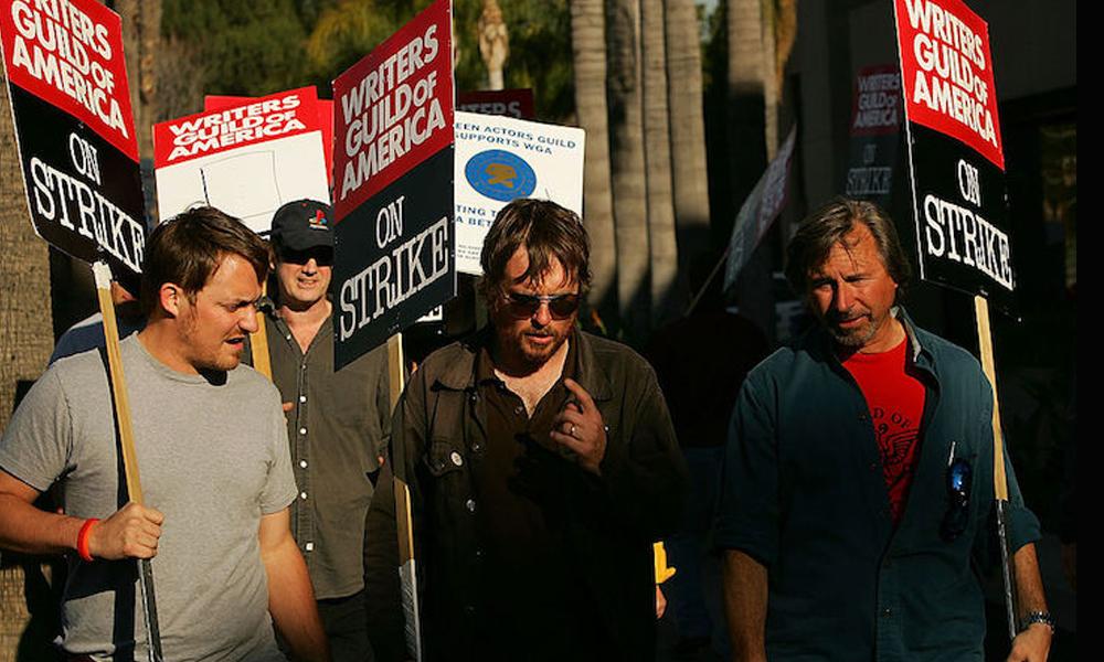 Sciopero degli sceneggiatori USA: il 96% della WGA vota a favore