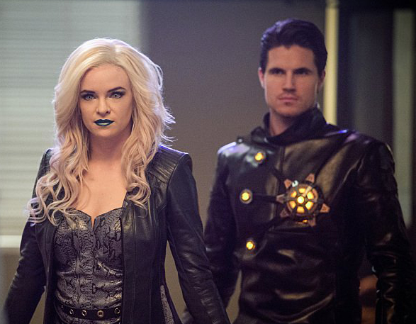 The Flash 2.13- Danielle Panabaker Robbie Amell