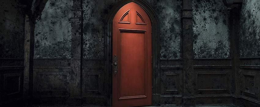TheHauntingOfHillHouse-RedDoor